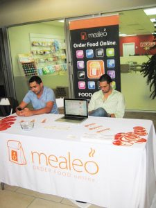 mealeo_table_cover_and_banner_stands-403